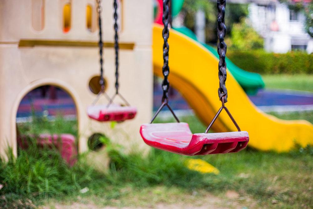 Przydomowy plac zabaw dla dziecka – jak go zorganizować?