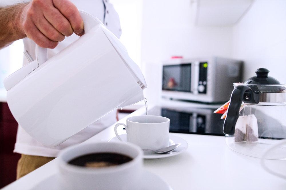 Domowe sposoby na czyszczenie czajnika z kamienia
