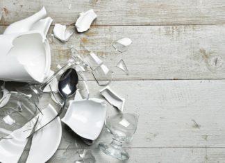 Zbita porcelana. Jak naprawić uszkodzony talerz?